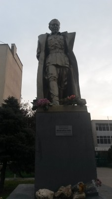 Tito among the citizens of Skopje