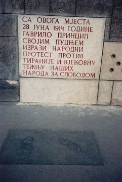 401px-Gavrilo_Princip_steps_and_plaque